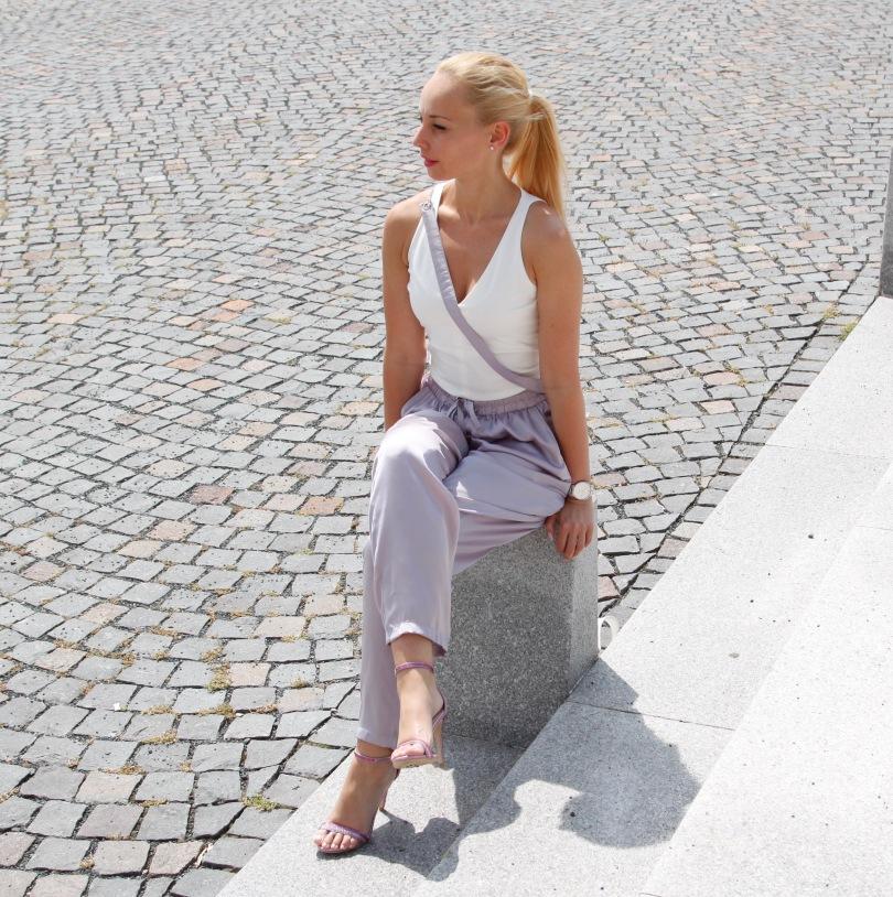 purple_between_trousers