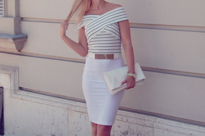 girly_summer_outfit_white_skirt_navy_crop_top