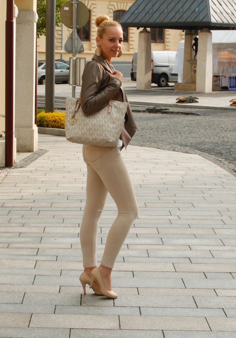 fall outfit nude colors