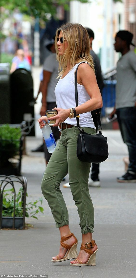 jennifer aniston casual street style