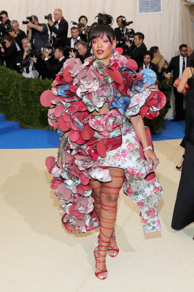 rihanna comme des garcons dress met gala 2017