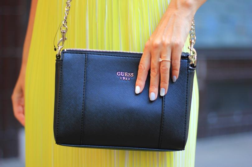 kis fekete guess táska