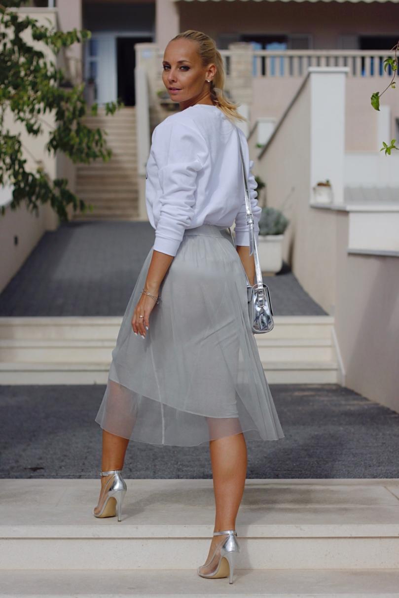 szürke fehér outfit