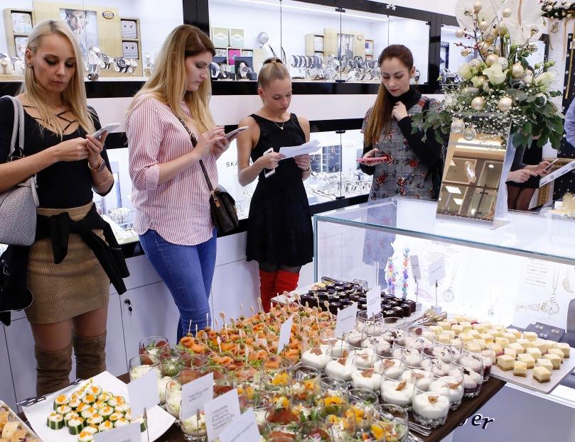 fashionwatch üzlet megnyitó bloggerek