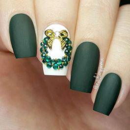 zöld karácsonyi köröm minta kövekkel