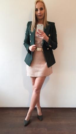 téli kötött ruha blézerrel