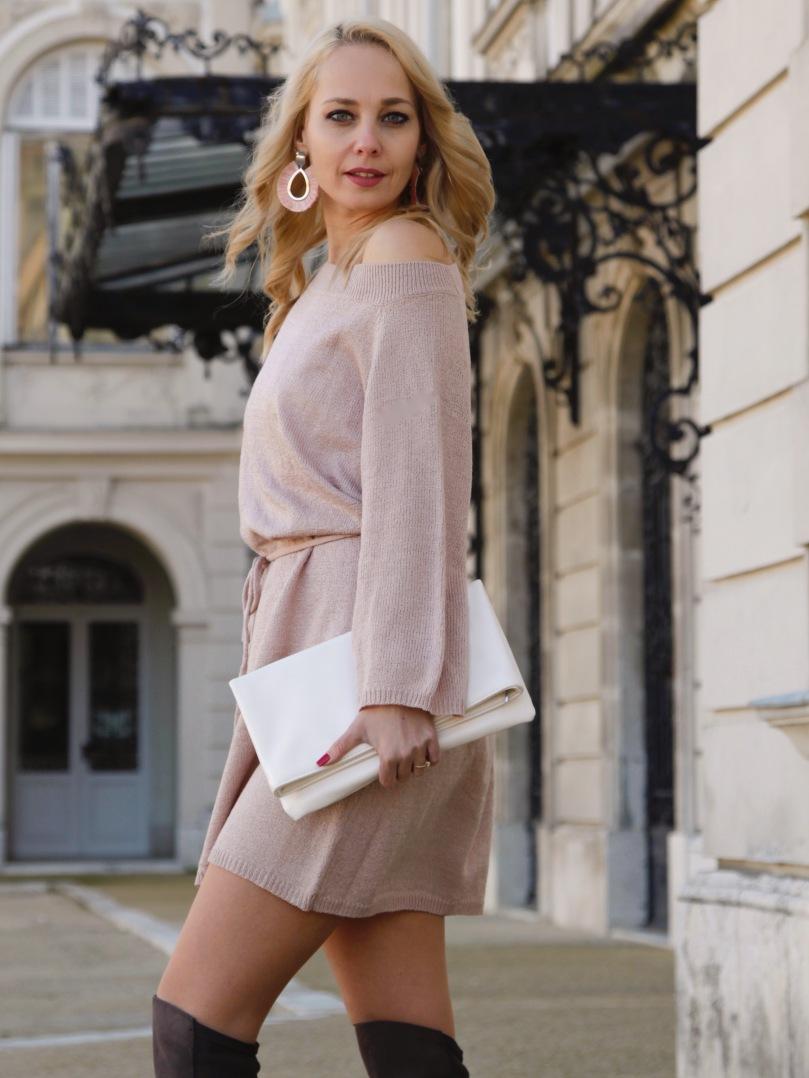 nude ruha fehér táska