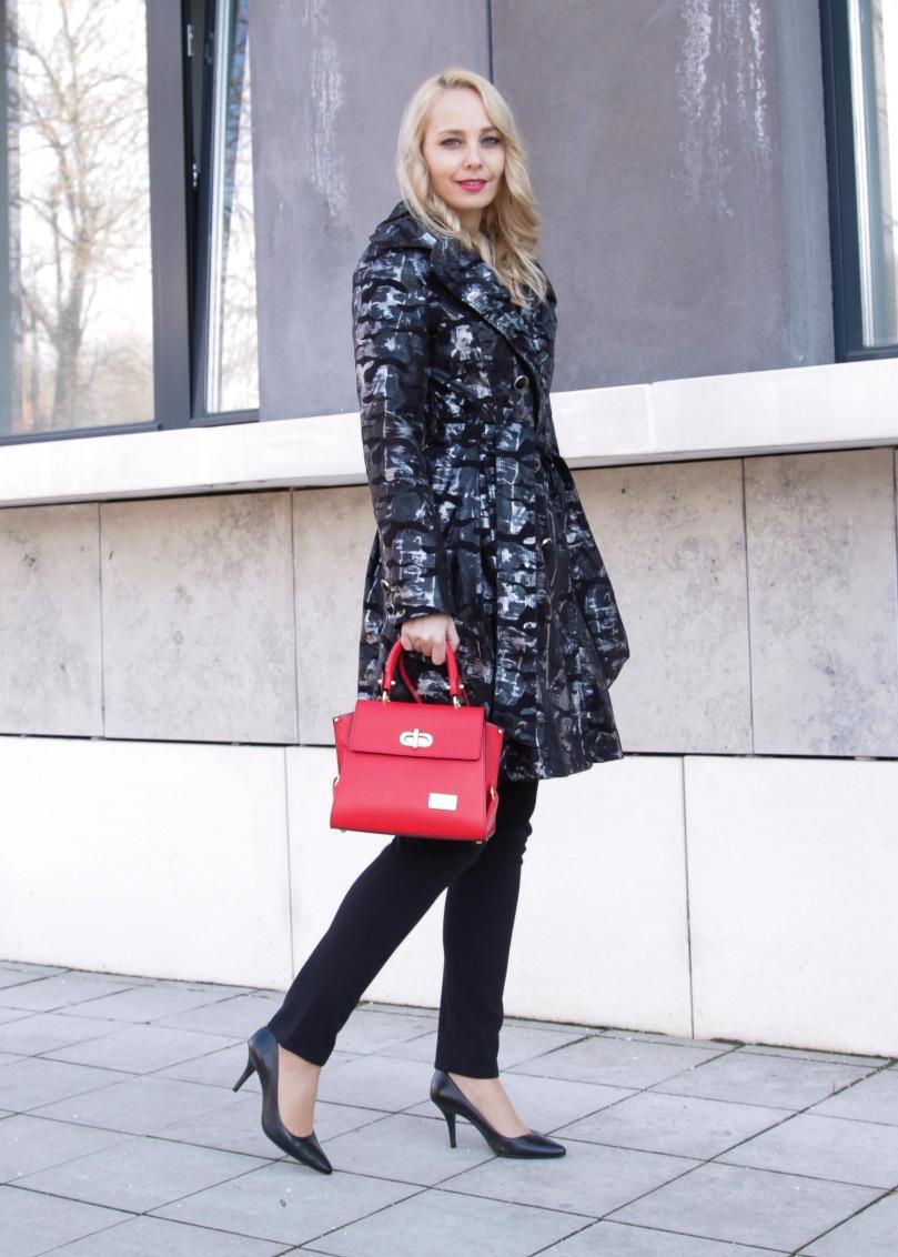 csinos télikabát piros bőr táska