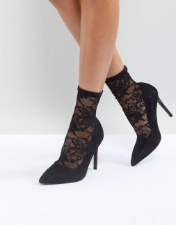 csipke zokni magassarkúval