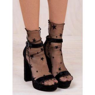 csillagos zokni szandállal