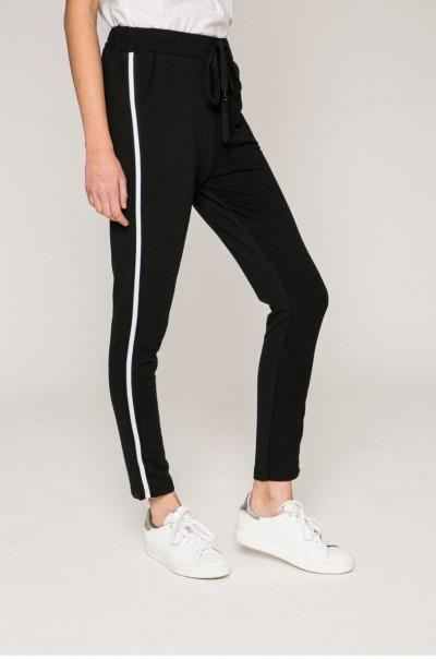 sportos fekete nadrág fehér csíkkal