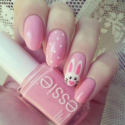 rózsaszín nyuszis húsvéti köröm minta