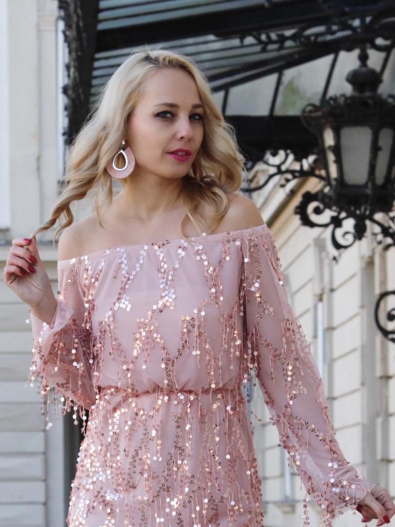 nyitott vállú rózsaszín csillogós ruha