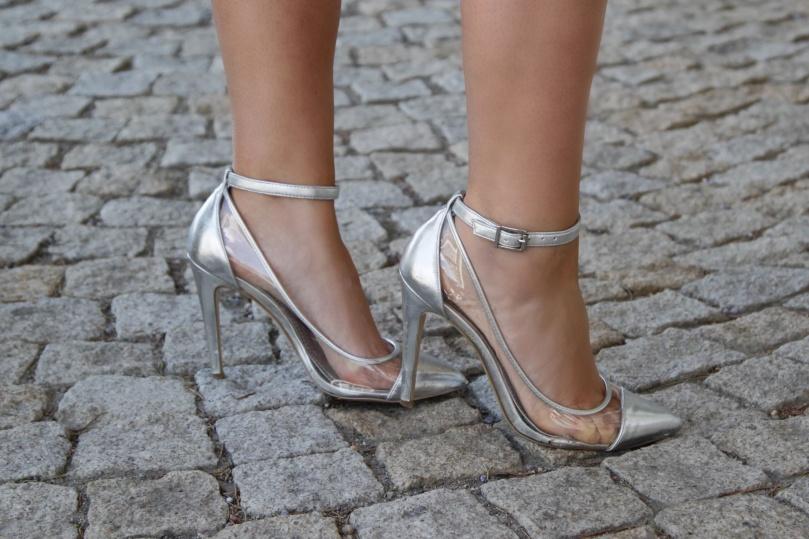 ezüst magassarkú cipő bcbgeneration