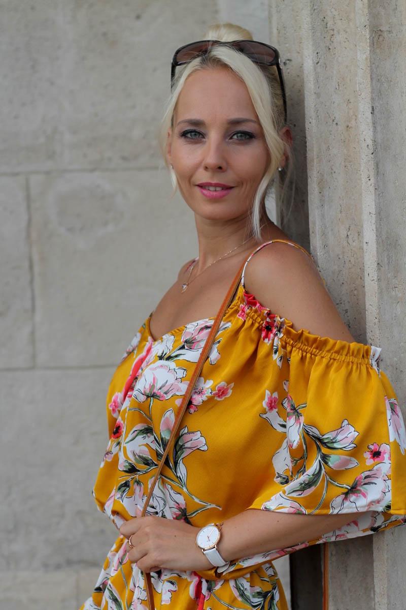 sárga fodros nyári egyberészes ruha