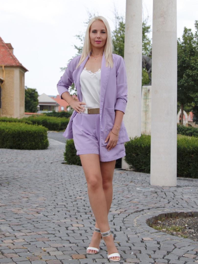 nyári blézer rövidnadrággal