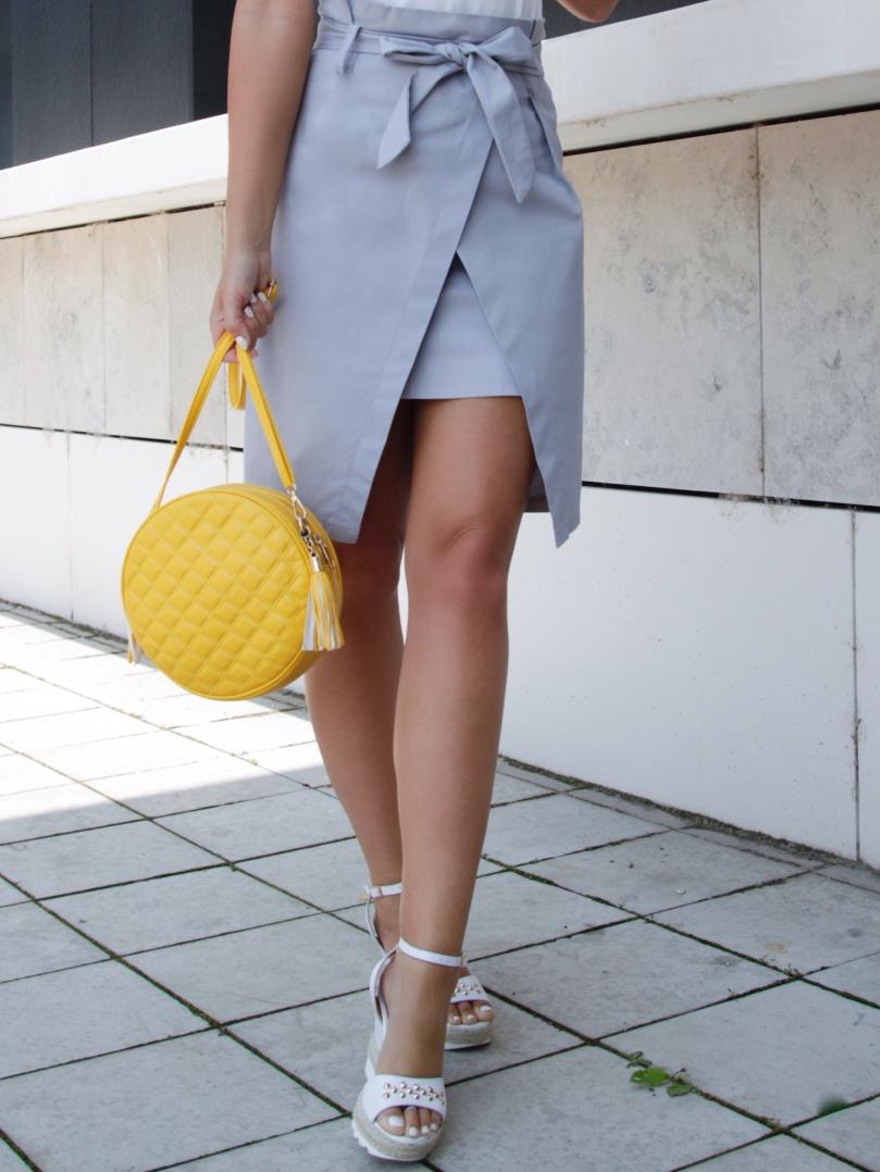 sárga kerek táska
