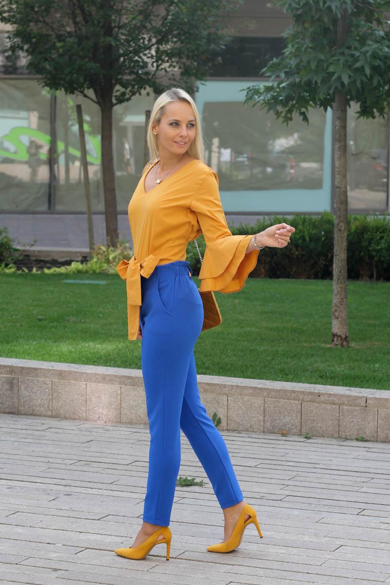 sárga és kék