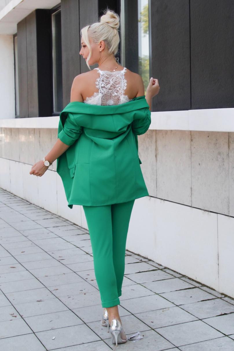 zöld nadrág és blézer