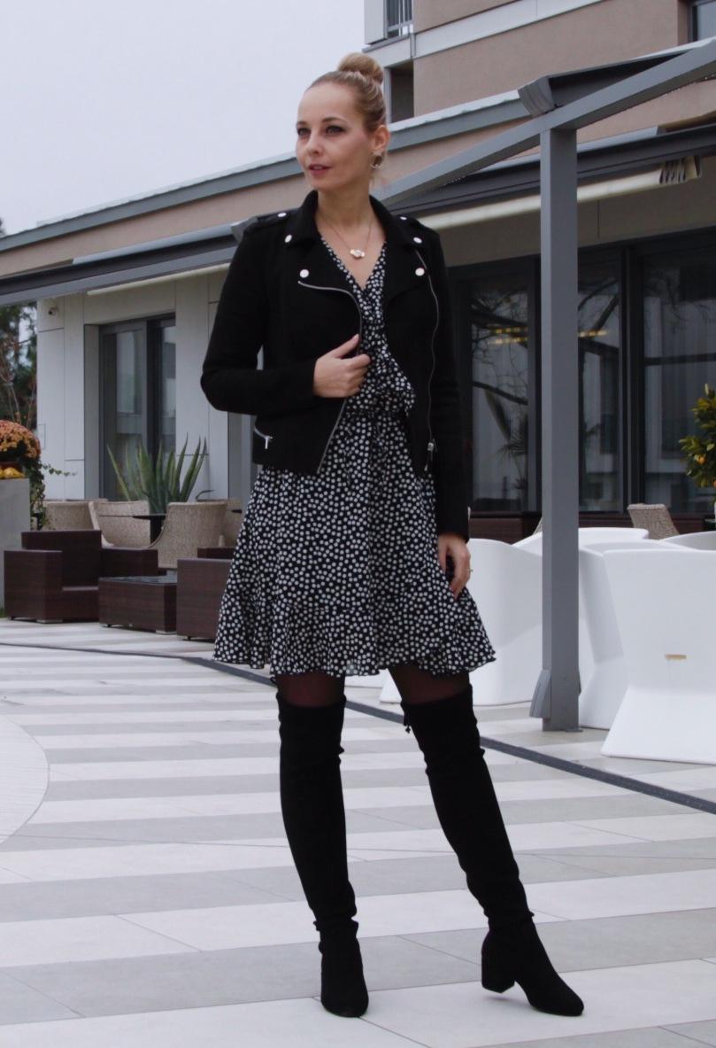 fekete átlapolós ruha