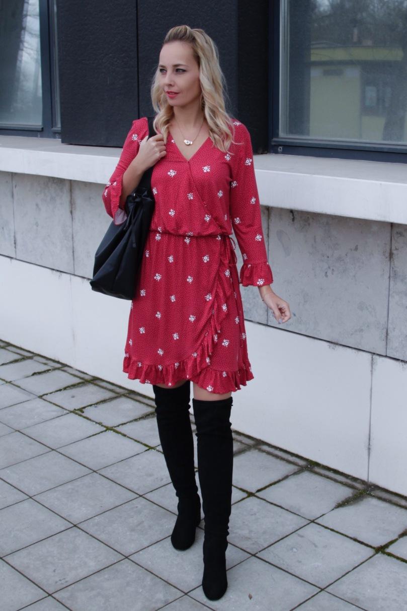 Csinos átlapolós tavaszi ruha