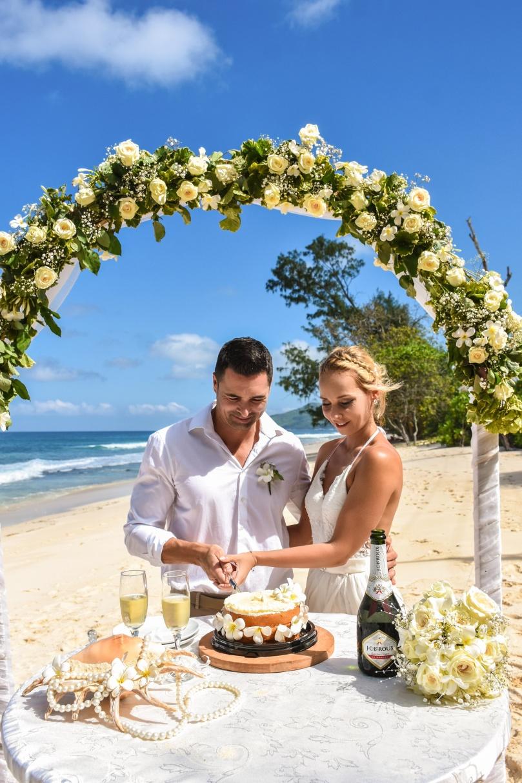 tengerparti esküvő torta