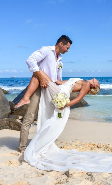 menyasszony vőlegény tengerpart