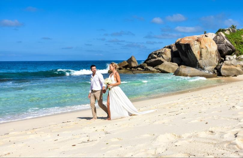 tengerparti esküvő tengerparti menyasszonyi ruha