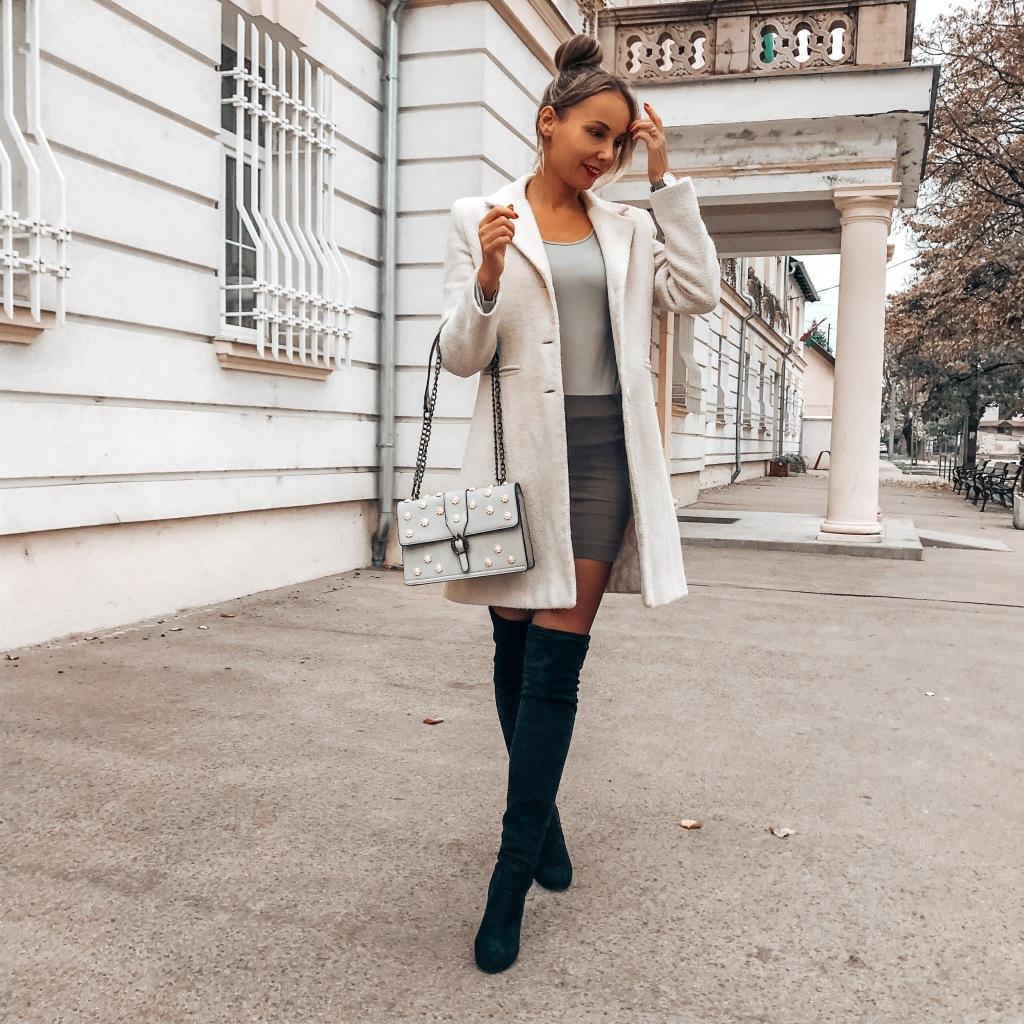 elegáns női őszi outfit magasszárú csizmával