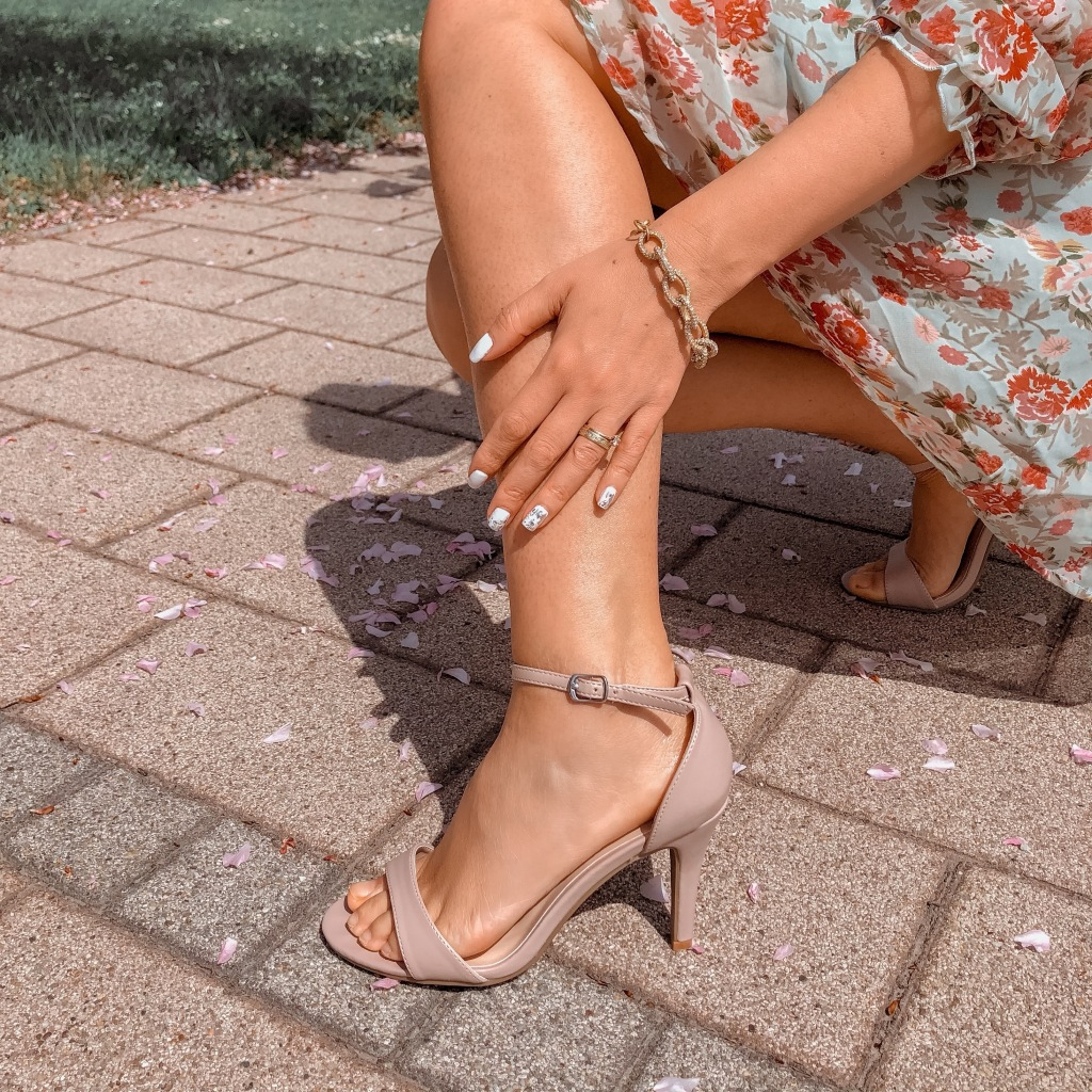 bézs magassarkú szandál 2021 női cipő divat